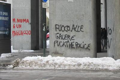 Протесты в Турине и надписи на стенах