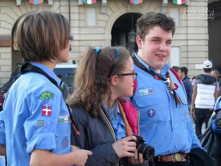 Скауты Италии на площади в Турине