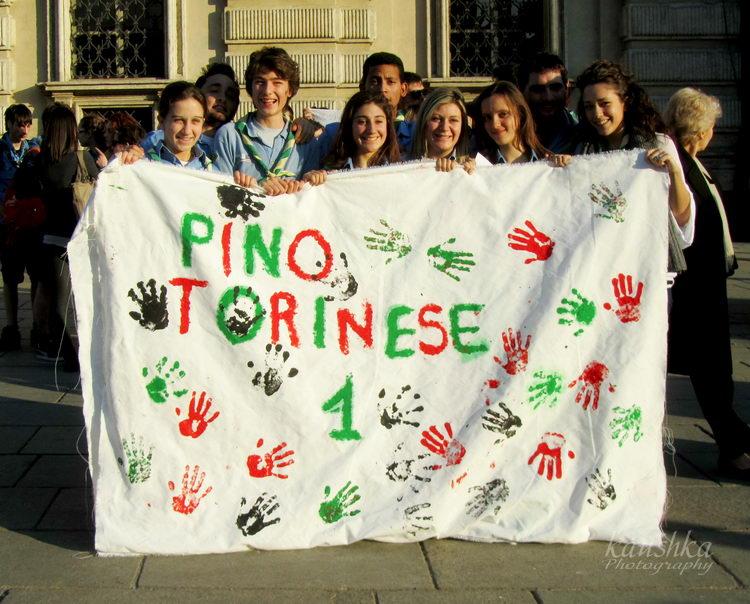 Scout Pino Torinese a piazza Castello Турин март 2012