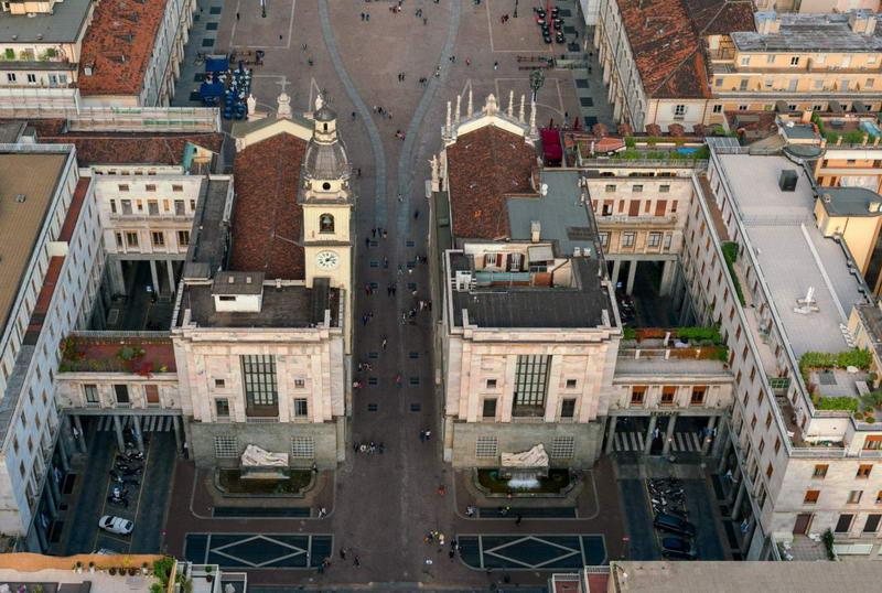 Площадь CLN Река По и Дора, история 2 статуй, символы Турина