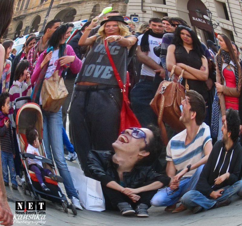 Как развлекаются прохожие жители Турина