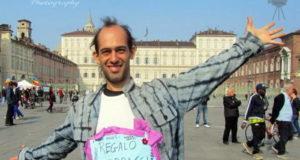Abbracci liberi a Torino 25 marzo 2012 piazza Castello
