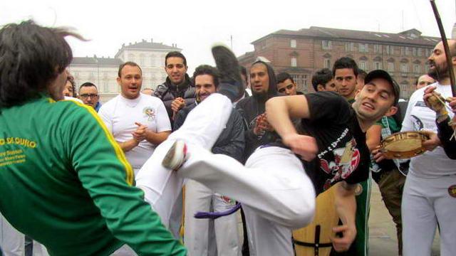Фотографии и видео бразильской капоэйры в Турине