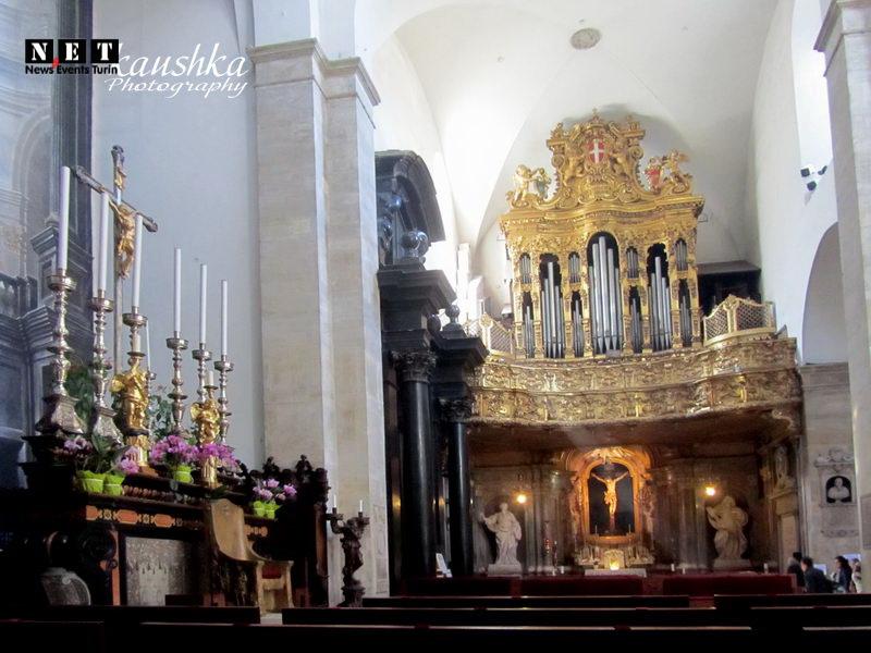 Гид в соборе Дуомо в Турине