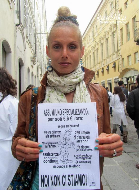 Молодая медработник скорой помощи в Турине