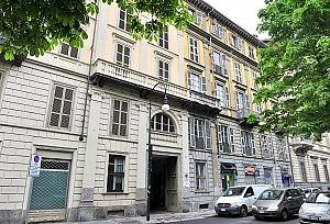 Отцы устраивают на работу своих бестолковых детей в Турине
