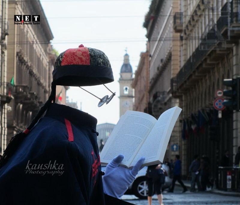Человек невидимка в центре Турина
