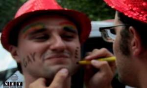 Геи Турина разрисовывают лица