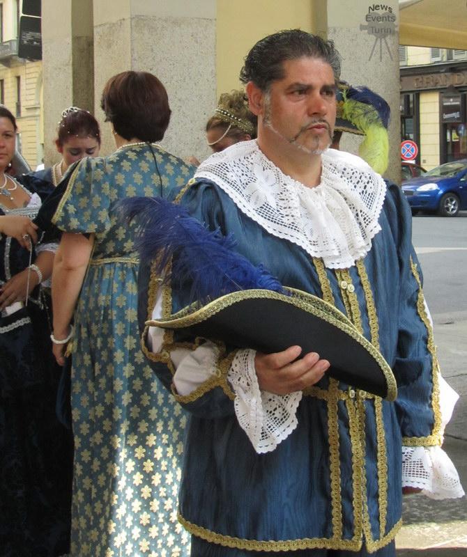 Синьор в старинной одежде День города Турин 2012