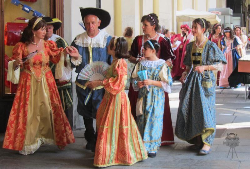 День Турина очень ярок День города Турин 2012