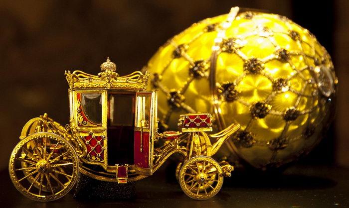 Желтое исполнения яйцо Фаберже выставка Турин Венария