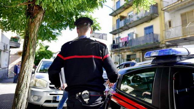 Италия кризис — Житель Турина хотел поджечь себя на площади