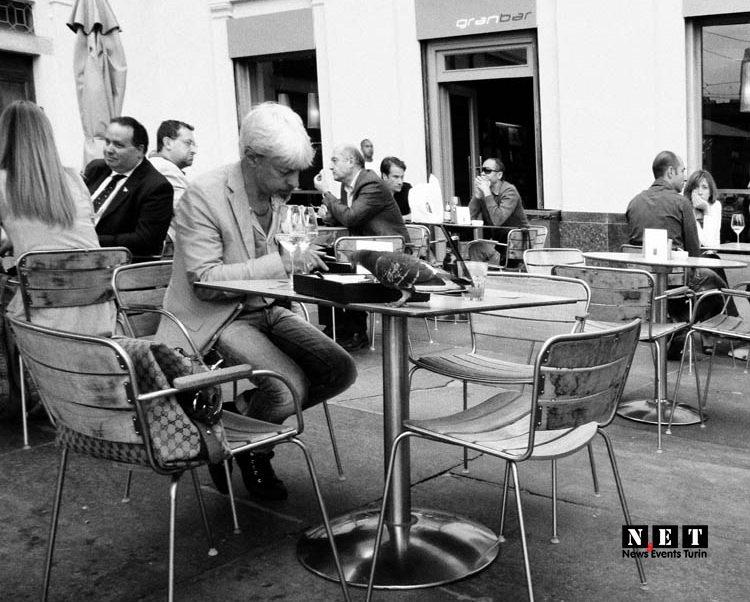 Выпить кофе в одном из баров Турина