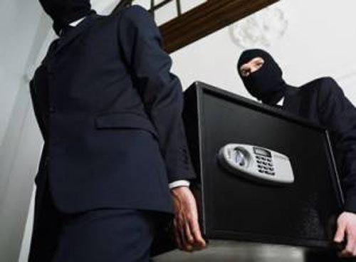 Учитель из Турина задержал двух квартирных воров