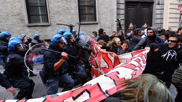 Атака полицейских Турина на студентов