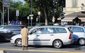 Румынские цыгане в Италии попрошайки на дорогах