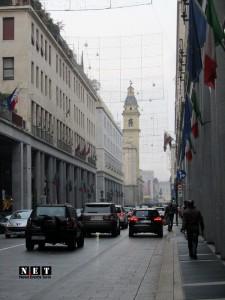 Уличные фотографии Турина вечер via Roma