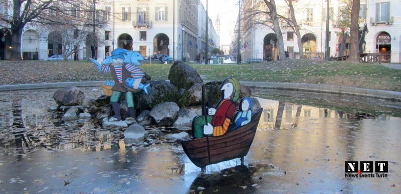 Сказочные персонажи на Рождество в Турине инсталляции Турин Италия