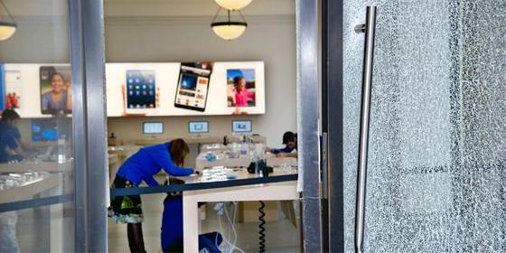 Ограбление яблочного магазина гаджетов в Турине