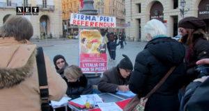 Итальянские коммунисты на площади в Турине