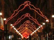 Художники Турина оформляют освещение для города.