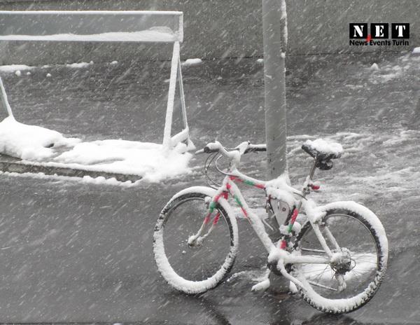 Крещенские морозы в Турине идет снег