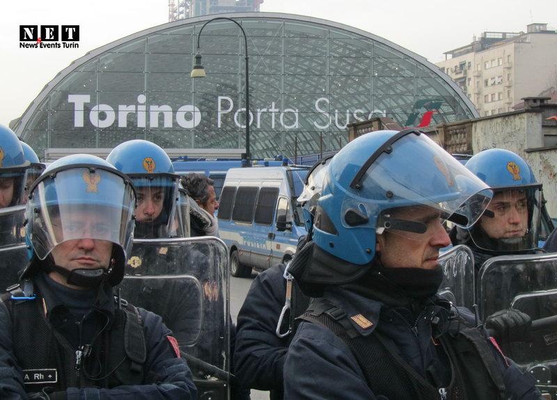 Torino inaugura di Porta Susa 2013 manifestanti NO TAV События Турина март 2019