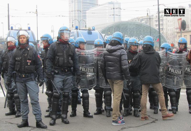 Torino inaugura di Porta Susa 2013 manifestanti NO TAV