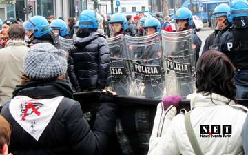 torino inaugura porta susa 2013 manifestanti no tav