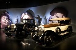 Женщина и автомобиль Турин