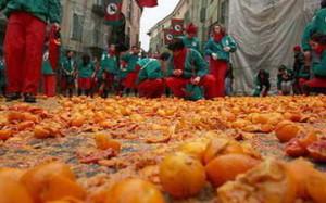 Знаменитая битва апельсинами в Италии