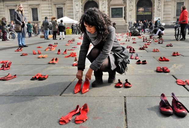 Флешмоб красные туфли по всей площади Кастелло