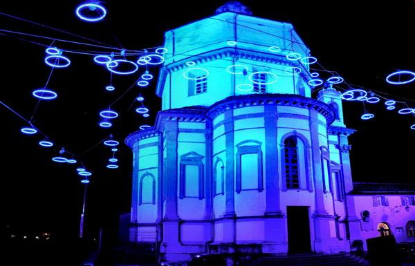 Храм монастырь капуцинов в Турине ночью в художественных огнях