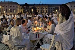 На этот ужин в Турине можно прийти только во всем белом