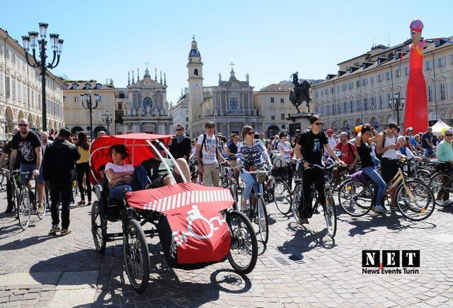 Вело парад в Турине Италия