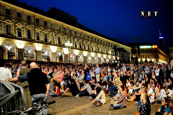 Жители Турина слушают мировую музыку