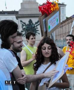 Девушки из Турции на площади в Турине