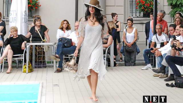 Тенденции итальянской моды показ у бассейна в Турине