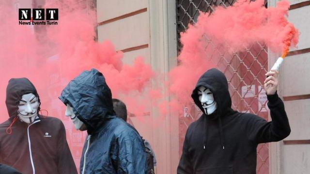 В Турине прошел марш за право на жилье