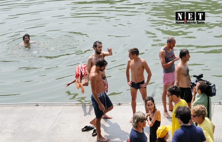 Bagno nel fiume Po Torino