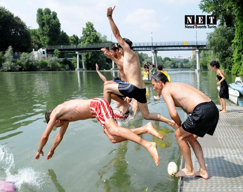 Torino Legambiente bagno nel fiume Po
