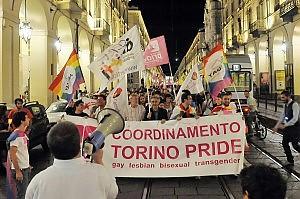 Возмущенные геи на улице Турина