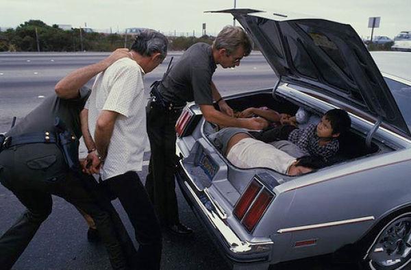Перевоз нелегальных эмигрантов в багажном отделении машины