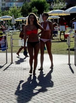 Девушки в бассейне Турина
