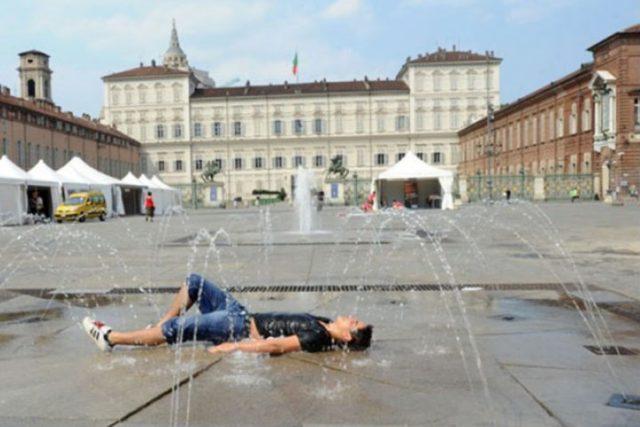 В Турине от жары умер человек - Мужчина умер от жары после того как попил воды.