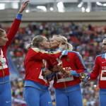 Поцелуй российских спортсменок не был против анти-гей закона.