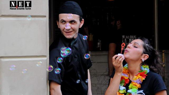 Район San Salvario праздник в Турине фото и видео