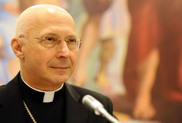 Кардинал Турина за семью и против гей браков.