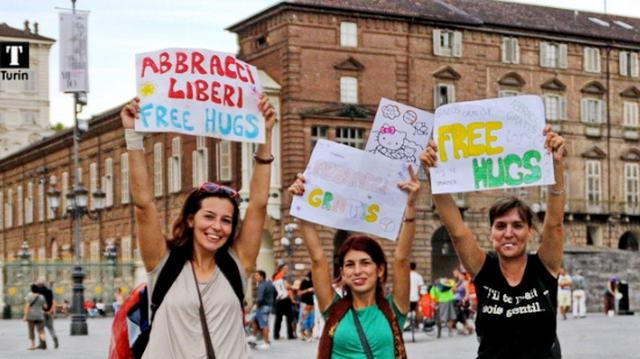 Turin Italy Free Hugs Torino Italia Abbracci Gratis