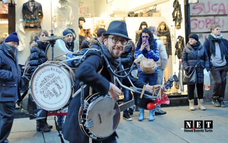 Человек оркестра на улице Турина
